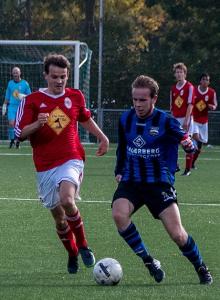 Doornenbal voert op de eigen Kikkerpolder de druk op tegen het schutterende Blauw Zwart  (5-0 winst).