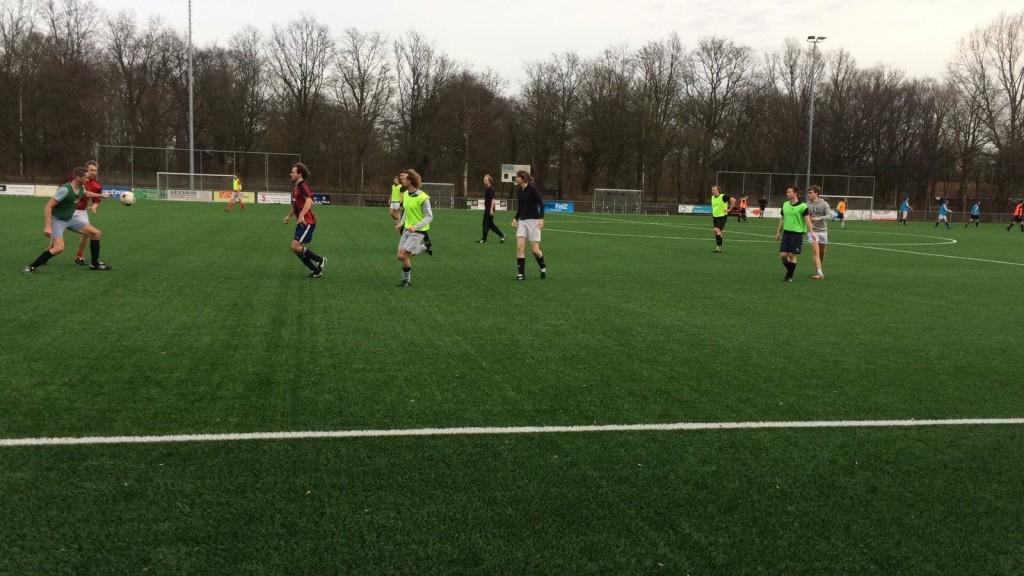 Karakteristiek LSVV-voetbal: 80% van de deelnemende spelers actief op één zesde deel van het speelveld. Totaalvoetbal kreeg een nieuwe definitie.