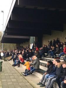 Massale toestroom van tifosi afgelopen zaterdag op het Wim Mugge Sportpark voor de Jong LSVV-kraker tegen Warmunda.